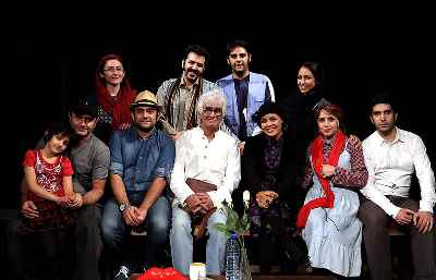 عکس دسته جمعی در تئاتر