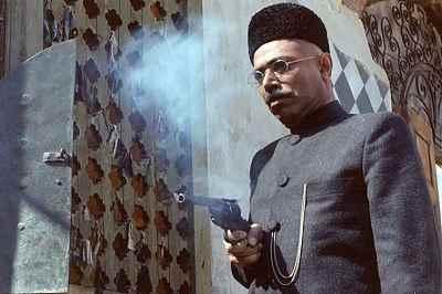 علی نصیریان - فیلم هزار دستان، کارگردان: علی حاتمی