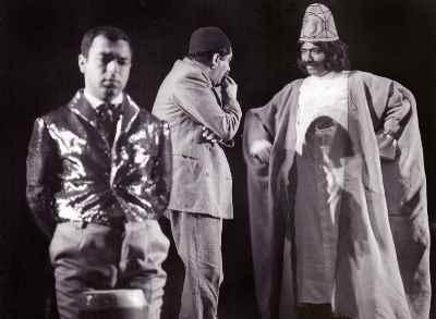 از راست: علی نصیریان، عزت الله انتظامی، حسن زندی - نمایش شاه عباس و مرد پاره دوز