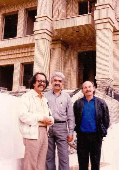 از راست :  آرا سوكسيان، فرخ مه نيا، گارنیک درهاکوپیان (همكاران شركت مهندس مشاورين شهربد)
