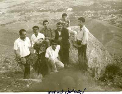 از راست: عبدالله انوار (نفر سوم) - کوهستان منظریه - سال1344