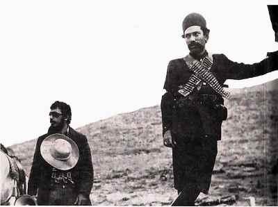 از راست: علی نصیریان، علی حاتمی - فیلم ستارخان