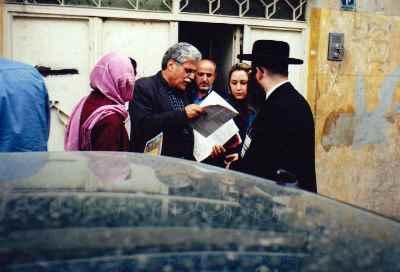 هارون یشایایی (نفر دوم از چپ)