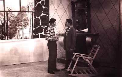 از راست:  اسماعیل شنگله، علی نصیریان - نمایش تلویزیونی