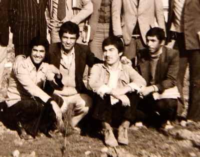 آنه محمد تاتاری در دوران جوانی (دومی نشسته از راست)